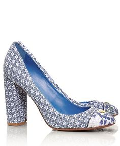 Love these blue Tory Burch pumps! And they're on sale for $149! http://rstyle.me/n/r85rvr9te