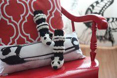 neulotut pandajunasukat - Panda train socks Diy Crochet, Knitting Socks, Tigger, Disney Characters, Fictional Characters, Baby, Malli, Crocheting, Train