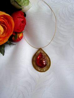 Pendentif rouge et doré avec une impression or par ManuelledeParis