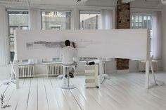Cass Art interviews internationally-acclaimed artists Stephen Wiltshire, asking about his monumental cityscapes and favourite drawing tools.  http://www.cassart.co.uk/blog/stephen_wiltshire_cities_and_skylines.htm