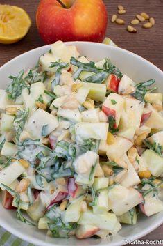 Apfel-Kohlrabisalat mit Rucola und Pinienkernen Kohlrabi, Apfel, Cantaloupe, Potato Salad, Potatoes, Fruit, Ethnic Recipes, Food, Arugula