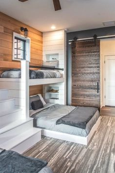 Inviting modern mountain home surrounded by forest in North Carolina Maison de m Bunk Bed Rooms, Bunk Beds Built In, Queen Bunk Beds, Three Bed Bunk Beds, Bunk Beds For Adults, Boys Bunk Bed Room Ideas, Built In Beds For Kids, Corner Bunk Beds, Full Size Bunk Beds