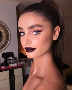 Idée Maquillage 2018 / 2019 : Taylor Hill x Hung Vanngo Makeup Inspo, Makeup Inspiration, Makeup Tips, Eye Makeup, Hair Makeup, Makeup Salon, Taylor Marie Hill, Beauty Make-up, Beauty Hacks