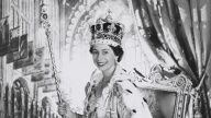Buckingham Palace - tour State Rooms and see Queen's Coronation exhibit (Sunday 9:30)