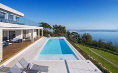 Villa Chamade in Cannes. #piscina #césped #terraza artificial #jardín #decoración #paisajismo #www.stepongreen.com