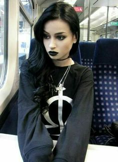 Top Gothic Fashion Tips To Keep You In Style. As trends change, and you age, be willing to alter your style so that you can always look your best. Consistently using good gothic fashion sense can help Dark Beauty, Goth Beauty, Dark Fashion, Grunge Fashion, Gothic Fashion, Emo Fashion, Steampunk Fashion, Latex Fashion, Feminine Fashion