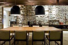 Loft Bauhaus by Ana Paula Barros 04 - MyHouseIdea Casa Farnsworth, Loft Lighting, Dining Room Lighting, Lighting Ideas, Home Interior, Interior Decorating, Interior Design, Bauhaus Interior, Decorating Ideas