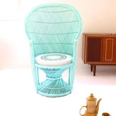 Pastel Peacock Chair Mint Green with Upcycled Vintage Cushion. Wicker Furniture, Vintage Furniture, Painted Furniture, Bohemian Furniture, Painted Wicker, Peacock Chair, Vintage Cushions, Art Deco, Deco Design