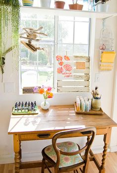 a table to sit and dream. Santa Ynez - eclectic - home office - santa barbara - Going Home To Roost Handmade Home, Home To Roost, Piece A Vivre, Space Crafts, Craft Space, Craft Desk, Farmhouse Homes, Home And Deco, Home Office