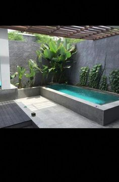 Mini piscine Backyard Landscape Design With Pool – Since swimming pools give a relaxing effect to the members of the family, it is considered to be one of the best place for the family where they can get … Mini Swimming Pool, Mini Pool, Swimming Pools Backyard, Swimming Pool Designs, Lap Pools, Indoor Pools, Patio Chico, Landscape Design, Garden Design