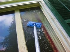 Cleaning Recipes, Diy Cleaning Products, Cleaning Hacks, Cleaning Supplies, Rubbing Alcohol Uses, Window Cleaning Solutions, Victorian Windows, Professional Cleaning Services, Washing Windows