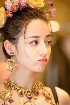 DramaPanda: Dilireba too pretty for words at Milan Fashion Week DramaPanda: Dilireba too pretty for words at Milan Fashion Week Cute Girl Pic, Cute Girls, Lily Youtube, Prity Girl, Cute Beauty, Beautiful Asian Girls, Girls Image, Girl Face, Ulzzang Girl