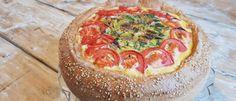 Hartige taart van brooddeeg met ei