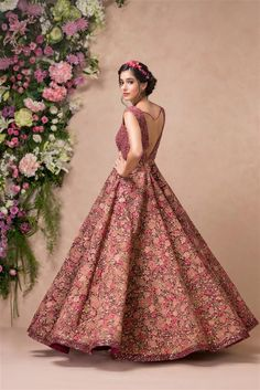 Here are the top bridal wear ideas that you can flaunt at those gala reception nights. Take a look brides! Indian Wedding Gowns, Indian Bridal Lehenga, Indian Bridal Outfits, Indian Gowns Dresses, Indian Fashion Dresses, Bridal Dresses, Sabyasachi Lehenga Bridal, Latest Bridal Lehenga, Designer Bridal Lehenga