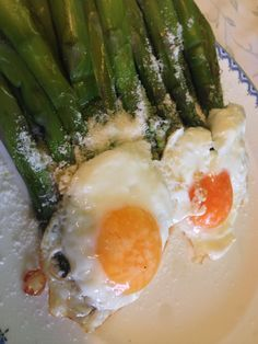 Asparagi con uova Asparagus with eggs