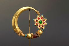 Indian Jewellery and Clothing: Indian nose rings or nathu. Nose Jewelry, Ruby Jewelry, Bridal Jewelry, Jewelery, Silver Jewelry, Nath Nose Ring, Bridal Nose Ring, Gold Nose Rings, Gold Temple Jewellery