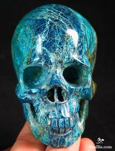 Crystals And Gemstones, Stones And Crystals, Crane, Human Skull, Crystal Skull, Rocks And Gems, Skull And Bones, Memento Mori, Stone Carving