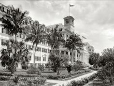 "VACATION - Florida for the well to do: Florida circa ""Hotel Royal Poinciana, Palm Beach."" Shown here is the merest sliver of Henry Flagler's gigantic hotel, at one time the largest wood-frame structure in the world. Vintage Florida, Old Florida, Florida Girl, Shorpy Historical Photos, Book A Hotel Room, Southern Architecture, Free Hotel, Beach Hotels, Luxury Hotels"