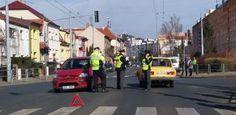 Auto narazilo do nákupního košíku, který pak srazil chodce. Policisté hledají svědky