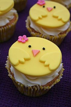 Make your Easter desserts egg-stra special with Easter Cupcakes. Get the best & easy Easter cupcakes ideas here & also explore Easter cupcakes decorations. Oster Cupcakes, Fondant Cupcakes, Duck Cupcakes, Valentine Cupcakes, Birthday Cupcakes, Easter Cookies, Easter Treats, Easter Cake, Easter Food
