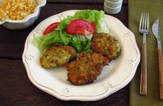 How to make Portuguese tuna patties (pataniscas). Quick Recipes, Other Recipes, Fish Recipes, Seafood Recipes, New Recipes, Cooking Recipes, Healthy Recipes, Portugal, Tuna Patties