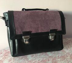 de_mains_de_sev Un Quadrille de Sacôtin format A4 en simili cuir noir et suédine violette. #sacotin #sacamain #coutureaddict #accessoires #mode #faitmain #cadeau