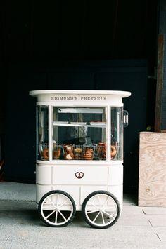 Via Pinterest    Seguro que has visto mil veces una food truck o una caravana donde ofrecen comida con un estilo vintage de lo más cuidado...