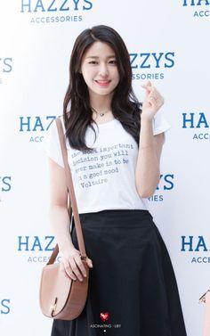 AOA - Seolhyun Kpop Girl Groups, Korean Girl Groups, Kpop Girls, Seolhyun, Kwon Mina, Kim Seol Hyun, Military Girl, Korean Fashion Trends, Celebs