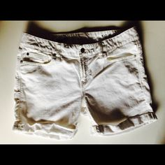 GAP 1969 Real Straight Shorts Super Cute Gap 1969 Real Straight Denim Shorts. Perfect Condition. Barely Worn. Just Sitting in My Closet. Great For Summer. GAP Shorts