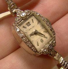Antique Jewelry, Vintage Jewelry, Antique Items, Vintage Watches Women, Vintage Ladies, Jewelery, Jewelry Box, Jewelry Making, Women Jewelry