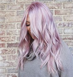 LOVE THIS PURPLE COLOR.♡ I'M GONNA DO MY HAIR LIKE THIS ONE DAY. IF I CAN FIND THE COLOR THAT IS TOO. {⊙⊙}#INLOVE♡