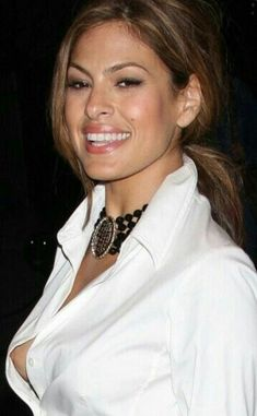 Woman too sexy Eva Mendes Eva Mendes, Salma Hayek, Divas, Good Looking Women, Stunning Eyes, Eva Longoria, Hollywood Celebrities, Sensual, Beautiful Actresses