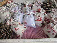 """Adventskalender """"Bergweihnacht"""" von Barosa auf DaWanda.com 24-teiliger Adventskalender für alle Jahre wieder! Teilweise mit französischen Stoffen mit herrlichen Mustern."""