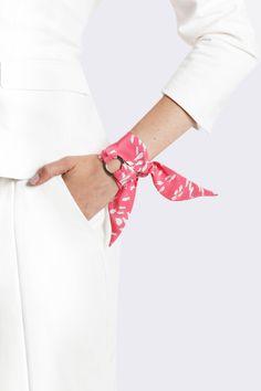 Silk Philosophy silk twilly. Scaf bracelet. Silk bracelet. Wrist scarf.