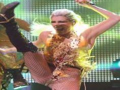Kesha preforming DIE YOUNG
