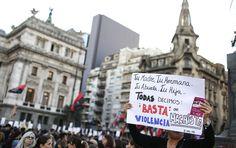 Multitudinaria protesta en Argentina contra violencia sobre las mujeres  Miércoles 3 de junio del 2015. Cientos de miles de personas se reúnen en la capital de Argentina para hacer protesta en contra del machismo. Dicho movimiento exige que el castigo por los asesinatos sean más crueles. Se había mencionado este movimiento en las redes sociales, con la intención de impulsar el respeto a la mujer en otras naciones.