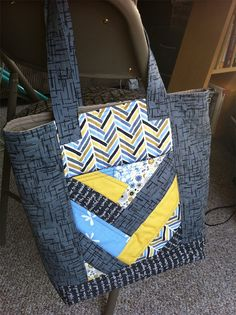 Madrona Road Challenge + a dearth of appropriate tote bag = The Quilt-As-You-Go Guild Bag!!