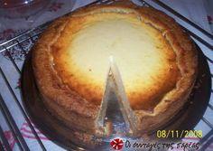 Αυθεντικό κέζε κούχεν συνταγή από ditop - Cookpad Sweet Desserts, Easy Desserts, Sweets Recipes, Cookie Recipes, Low Calorie Cake, Pastry Cake, Pavlova, Greek Recipes, Yummy Cakes