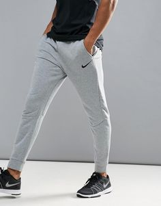 Get this Nike Training s skinny trousers now! Click for more details.  Worldwide shipping. 9cb66a581f6