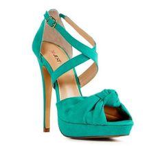 Los zapatos de fiesta también pueden ser fondo de armario http://www.estendencia.es/calzado/los-zapatos-de-fiesta-tambien-pueden-ser-fondo-de-armario/