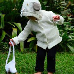 Put your little treasures in our organic cotton knit animal purse! Choose from safari or farm animals.