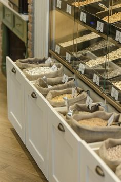 ''Areland'' Nuts Store - Picture gallery I like these pull out bins Small Store Design, Retail Store Design, Retail Stores, Eco Store, Bulk Store, Zero Waste Grocery Store, Bio Design, Grain Store, Cafe Interior Design