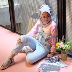 Mengintip Gaya #Hijab Stylish Intan Khasanah
