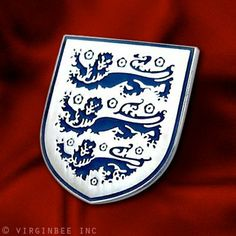 ENGLISH THREE LIONS ENGLAND ROYAL COAT ARMS CREST SHIELD LAPEL PIN GREAT BRITAIN by VENICEBEE.