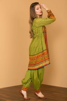 Top Pakistani Clothes online - All About Simple Pakistani Dresses, Pakistani Fashion Casual, Pakistani Dress Design, Pakistani Outfits, Indian Fashion, Indian Dresses, High Fashion, Mens Fashion, Stylish Dresses For Girls