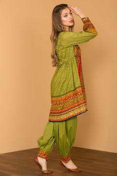 Top Pakistani Clothes online - All About Stylish Dresses For Girls, Stylish Dress Designs, Designs For Dresses, Simple Dresses, Casual Dresses, Trendy Outfits, Salwar Designs, Kurta Designs Women, Kurti Designs Party Wear