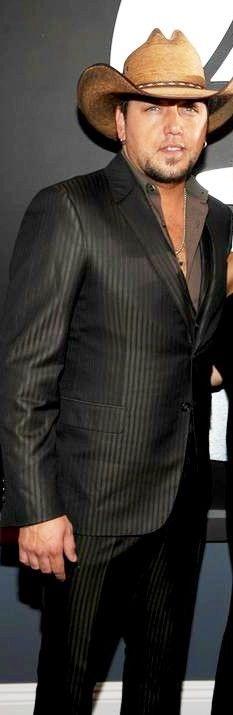 Jason Aldean lookin hot