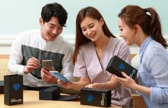The Samsung Galaxy Note FE has now launched in The Philippines. The handset is a refurbished Samsung Galaxy Note 7 smartphone. Android Tutorials, Virtual Assistant Services, Galaxy Note 7, Video Channel, Android Smartphone, Clothes Horse, E Design, Product Launch, Colors