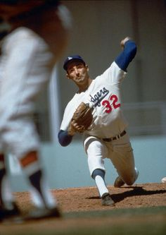Los Angeles Dodgers Sandy Koufax in action, pitching vs Milwaukee Braves at Dodger Stadium. Neil Leifer ) Get premium, high resolution news photos at Getty Images Baseball Star, Dodgers Baseball, Sports Baseball, Baseball Cards, Sports Images, Sports Photos, Mlb, Famous Baseball Players, Cy Young Award