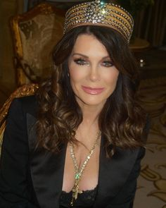 Lisa Vanderpump recently filmed a PSA with The Trevor Project, an organization that focuses on the suicide prevention efforts among LGBTQ youth. Lisa Vanderpump, Vanderpump Rules, Straight Ally, Lgbt News, Housewives Of Beverly Hills, Public Service Announcement, Real Housewives, Pride, Kicks